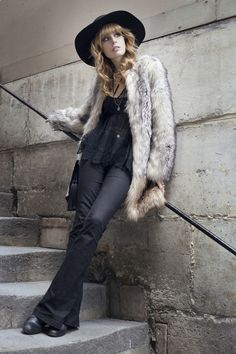 Fake-fur « Loulou » Coat : 1.2.3 Paris / Top : Topshop (old), worn with Maison Close body and Paloma Casile bra / Bag : H&M / Trousers : Bodycon Marrakesh by MIH Jeans / Hat : H&M / Dragonfly ring and silver cuffs : Lotta Djossou