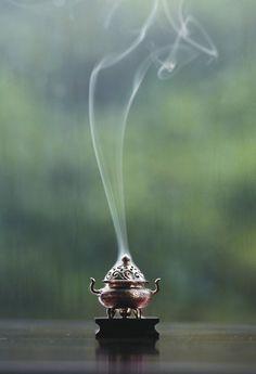 Đàn hương vấn vít hoà quyện cùng sương khói chốn nhân gian