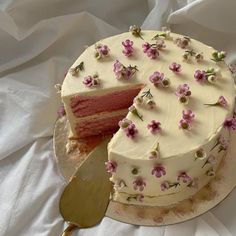 Pretty Birthday Cakes, Pretty Cakes, Pastel Cakes, Frog Cakes, Think Food, Cute Desserts, Just Cakes, Cafe Food, Mini Cakes