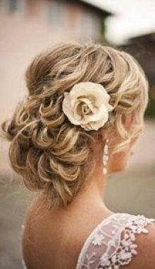 spray roses for the bridesmaids hair