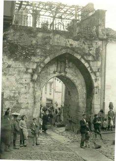 Ano 1.926. O arco da Pontenova - Betanzos. (Ruth)