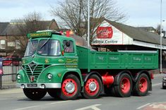 Small road rn around the Burton On Trent area Easter Sunday. Vintage Trucks, Old Trucks, Classic Trucks, Classic Cars, Old Lorries, Rv Truck, Old Commercials, Busse, Commercial Vehicle