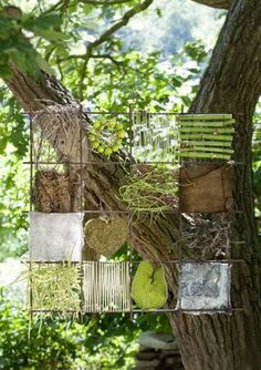 "Viel Draht zur Natur Some wire, a steel mat and some natural materials. Nothing more is needed to create the ""nature pictures"", the florist master Anne Bussen … Art Et Nature, Deco Nature, Nature Crafts, Land Art, Outdoor Classroom, Outdoor Learning, Forest School, Arte Floral, Outdoor Art"