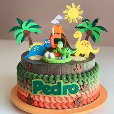 Dinosaur Cakes For Boys, Dinosaur Birthday Cakes, Dinosaur Party, T Rex Cake, Dino Cake, Die Dinos Baby, Baby Dino, Boys First Birthday Party Ideas, Birthday Party Themes