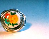 Flower Button Wire Ring    http://www.etsy.com/shop/BigTable