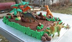 Awesome and easy Dinosaur Cake!