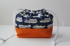 Free pattern. Would be a sweet little sewing/knitting/cross stitch bag