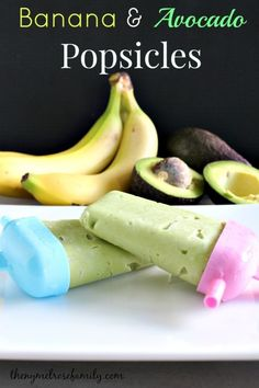 Banana & Avocado Popsicles What do fresh bananas and avocados make perfectly? Banana & Avocado Popsicles that are the absolute perfect healthy Summer snack. Healthy Summer Snacks, Summer Treats, Healthy Treats, Ice Pop Recipes, Popsicle Recipes, Baby Food Recipes, Avocado Popsicles, Healthy Popsicles, Baby Popsicles
