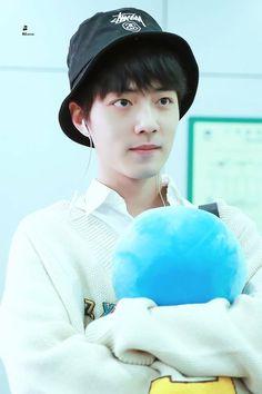 A ngoan lắm nè Cute Asian Guys, Ulzzang Boy, Boy Hairstyles, Doraemon, Asian Men, Hot Boys, Pretty Little, Chen, My Idol