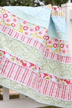 This looks so easy! Thinking of making one for the baby and one for Kaylee's bed, and maybe one for me!