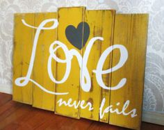 DIY Love Never Fails Mustard Yellow, Charcoal and White Reclaimed Wooden Plank Distressed Rustic Sign Wall Decor Pallet Crafts, Pallet Art, Wood Crafts, Diy Crafts, Rustic Signs, Wooden Signs, Wooden Decor, Painted Signs, Diy Signs