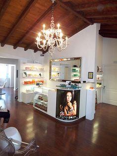 South Beach Spa Reception by SouthBeachSpa, via Fl Beauty Salon Interior, Beauty Salon Design, Salon Interior Design, Beauty Salons, Spa Reception, Reception Areas, Reception Desks, Spa Design, Spa Bedroom