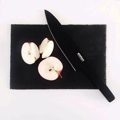 #steltondesign Stelton Pure Black knife and a freshly cut apple! #pureblackknife#stelton#steltondesign#danishdesign