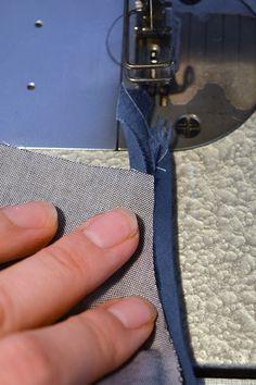 Skråbånd: Sådan syr du skråbånd på! - Sysiden.dk Sewing Hacks, Sewing Projects, Sewing Tips, Sewing Techniques, Needlework, Homemade, Womens Fashion, Pattern, Crafts