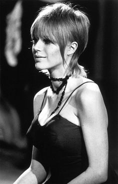 Marianne Faithfull, Early roots or influence on the feather cut - Chelsea hairstyle?