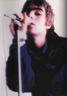 Image shared by Find images and videos about oasis, liam gallagher and frontman on We Heart It - the app to get lost in what you love. Liam Gallagher Oasis, Noel Gallagher, Liam Oasis, Oasis Live, Oasis Band, Charming Man, Britpop, Wonderwall, Music Artists