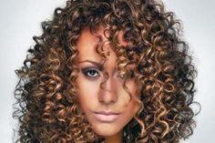 Cabelos crespos com luzes belos cortes e penteados | Wiki Mulher