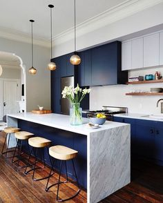 Kitchen Design Ideas - Deep Blue Kitchens // The elements of dark blue are brightened up with the light marble island and backsplash in this modern kitchen. New Kitchen, Kitchen Interior, Kitchen Dining, Kitchen Decor, Kitchen Modern, Kitchen Grey, Minimalist Kitchen, Awesome Kitchen, Apartment Kitchen