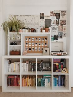 room decor creative dorm room storage organization ideas 13 Creative Dorm Room Storage Organization Ideas – Home Design Room Ideas Bedroom, Diy Bedroom Decor, Home Decor, Book Shelf Bedroom, Bedroom Inspo, Bedrooms Ideas For Small Rooms, Bedroom Bookshelf, Design Bedroom, Dorm Room Storage