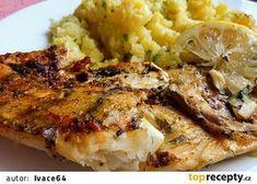 Mořská treska pečená na cibuli, v jemné strouhance se sýrem recept - TopRecepty.cz Gordon Setter, Fish Recipes, Chicken Wings, Cauliflower, Sushi, Vegetables, Fish Food, Kochen, Cauliflowers