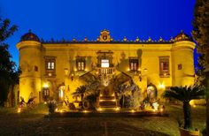 The San Marco Castle Hotel & Spa is a charming princely residence of late baroque seventeenth century, just steps from the sea and only a few kilometers from Taormina.