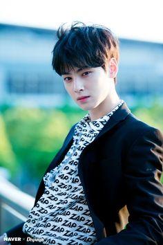 😍 Cha Eun Woo looking so smart😘😘😘 Korean Men Hairstyle, Korean Haircut, Korean Hairstyles, Korean Celebrities, Korean Actors, Celebs, Jimin Jungkook, Pelo Guay, Cha Eunwoo Astro