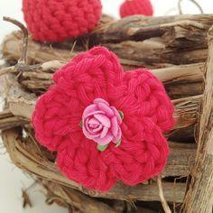 Easy crochet flower pattern.