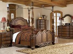 Charmant Bedroom, Ancient Bed Design Looks Great Applied In Spacious Classic Bedroom  Design: Apply Traditional Style And Bring Classic Bedroom Design.