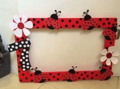 Photobooth for Ladybug theme birthday party Frozen Birthday Party, 4th Birthday Parties, Baby Birthday, Birthday Ideas, Ladybug 1st Birthdays, First Birthdays, Miraculous Ladybug Party, Ladybug Crafts, Photo Booth Frame