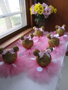 Set of 10 Gold Glittery Minnie Mouse Table by PartyStylingsofMandy