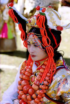 Khampa Girl from Aba Town, Tibet. Photo from BetterWorld2010.