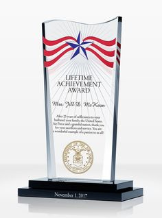 This patriotic award design is highlighted by stars and stripes on top. It is perfect for honoring a lifetime of achievement in military and/or civilian services. Usmc Birthday, Leadership Examples, Air Force Gifts, Award Plaques, Corporate Awards, Lifetime Achievement Award, Service Awards, Star Awards, Military Gifts