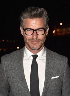 Eric Rutherford Photos Photos: W Magazine Celebrates The 'Best Performances' Portfolio And The Golden Globes With Cadillac And Dom Perignon Cadillac, Estilo James Bond, Eric Rutherford, Grey Hair Men, Older Mens Fashion, Mein Style, Herren Outfit, The Hollywood Reporter, Mature Men