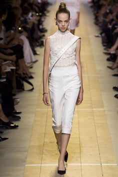 Christian Dior Spring 2017 Ready-to-Wear Fashion Show Collection