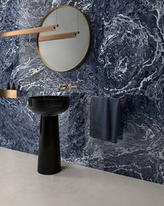 Resin effect stoneware tiles for floors and walls with a warm and organic soul. Surfaces are crossed by delicate traces of skilful craftsmanship art. Marble Look Tile, Inside Art, Monochromatic Color Scheme, Statement Wall, Blue Tiles, Glass Blocks, Color Tile, Beautiful Interiors, Design Awards