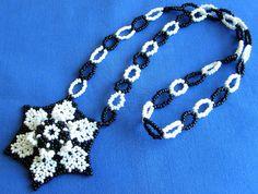 Huichol white and black flower necklace by Aramara on Etsy (www.etsy.com/uk/people/Aramara)