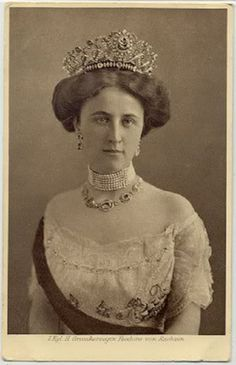Grand duchess Feodora of Saxe Weimar -Eisenach, nee Princess of Saxe Meiningen She was the second spouse of Grand duke Wilhelm Ernst of Saxe Weimar. Lets remember that his first spouse, Princess Caroline Reuss zu Greiz, died in most probably by suicide . Royal Crowns, Royal Tiaras, Tiaras And Crowns, German Royal Family, Carl Friedrich, Diamond Tiara, Royal Jewelry, Save The Queen, Royal House