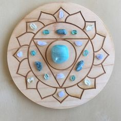 How to Use Chakra Healing to Transform Your Life Crystal Magic, Crystal Grid, Crystal Healing, Crystal Mandala, Crystals And Gemstones, Stones And Crystals, Throat Chakra Crystals, Deco Zen, Rocks And Gems
