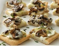 Wild Mushroom Pizza Assorted wild mushrooms lend an earthy, rustic flavor to appetizer pizza. Mushroom Appetizers, Pizza Appetizers, Yummy Appetizers, Appetizer Recipes, Mushroom Recipes, Flatbread Appetizers, Mushroom Meals, How To Cook Mushrooms, Wild Mushrooms