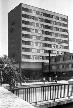Arany János utca - Szemere utca sarok, lottóház. 1964 Utca, Multi Story Building