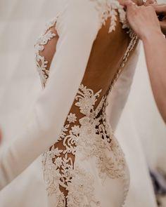 Beautiful wedding dress | itakeyou.co.uk #weddingdress #bridedress #weddinggowns #bridalgown #longsleeveweddingdress #weddingdresses #weddinggown