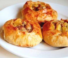 Вак беляш с курицей - Kurkuma project (Проект Куркума) Особенностью приготовления этих пирожков является то, что тесто для них заводится быстро, без применения дрожжей. То есть вам не придется ждать, пока тесто подымиться и так далее. В итоге получается сытное и очень вкусное блюдо.  Вообще, исходя из особенностей татарской кухни — вак беляш необходимо подавать с наваристым бульоном, но многие из нас их предпочитаю вместе с кружечкой чая, ведь они такие вкусные и аппетитные!