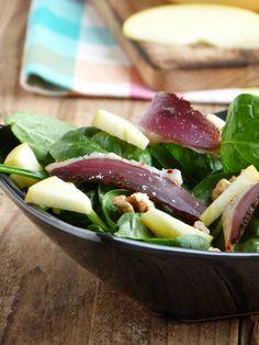 Chic, Chic, Chocolat...: Salade de pousses d'épinards, magret de canard séché, pommes et noix