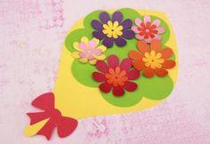 У сусрет пролећу – креативне идеје Погледајте и Kreativne ideje – proleće (karton) Prolećno uređenje učionice – ŠABLON Bojanka – čestitke Maske – ŠABLON Preschool Letter Crafts, Letter A Crafts, Mothers Day Crafts For Kids, Mothers Day Cards, Easter Crafts, Kids Crafts, Arts And Crafts, Paper Flowers Craft, Flower Crafts