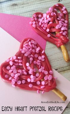 These 3 ingredient, adorable Heart Pretzels are easy to make! Wrap them up for school treats, or serve to friends and family as a special snack! Everyone will love these Easy Heart Pretzels. Homemade Valentines, Valentines Day Treats, Walmart Valentines, Valentines Recipes, Wilton Candy Melts, Candy Sprinkles, Pretzels Recipe, School Treats, 3 Ingredients