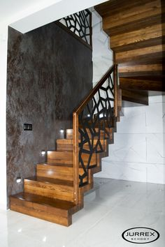Staircase Design Modern, Staircase Railing Design, Modern Stair Railing, Home Stairs Design, House Staircase, Modern Stairs, House Design, Stairs In Living Room, Building Stairs