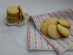 Tyto sušenky opravdu připomínají známé piškoty, a to především svým vzhledem, jsou však mnohem nadýchanější, vláčnější a chutnější. Můžete ...