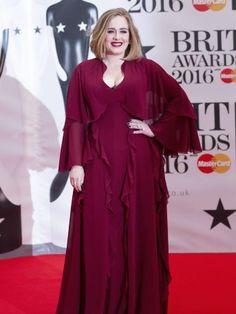 ¡OMG! Adele defiende a Kesha con uñas y dientes (VIDEO)