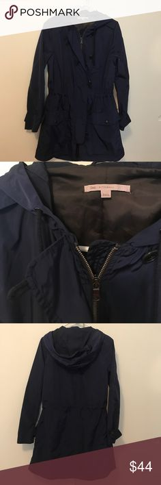 Gap Raincoat ☔️XS Gap raincoat, only worn a few times EUC. XS size, front zips shut and buttons. Front has two pockets that have a flap snap, hood and waste cinch tighter. Attached hood. Cute! Navy GAP Jackets & Coats