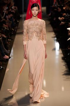 Fashion Show: Elie Saab Haute Couture Spring 2013 часть) Style Couture, Couture Fashion, Fashion Show, Beautiful Gowns, Beautiful Outfits, Traje A Rigor, Mode Orange, Elie Saab Printemps, Collection Couture